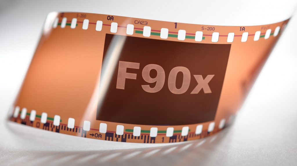 Review F90x Film Logo